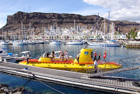 Yellow Submarine in Puerto de Mogan